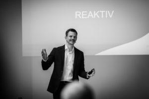Mathis Uchtmann gibt einen Vortrag über Zeitmanagement